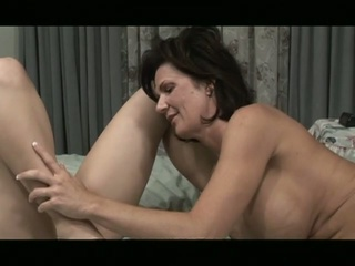 Lesbian milf give young cunt a good and seductive pussy action