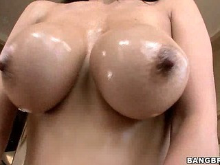 Yurizan's Creampie Filled Pussy