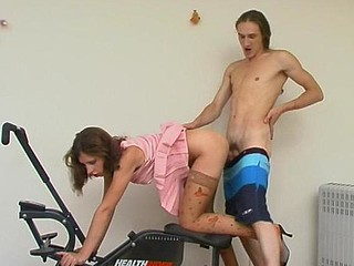Freaky chick in patterned nylons mastering her fucking skills in the gym