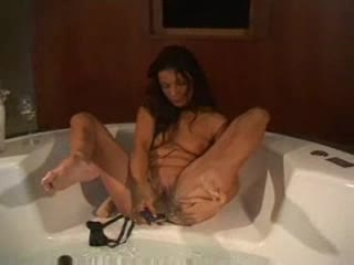 Hottie in her bathtub plays with her cunt